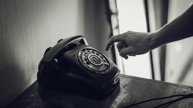 When To Make The Right Phone Call To The Candidate